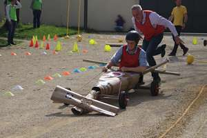 teambuilding push car